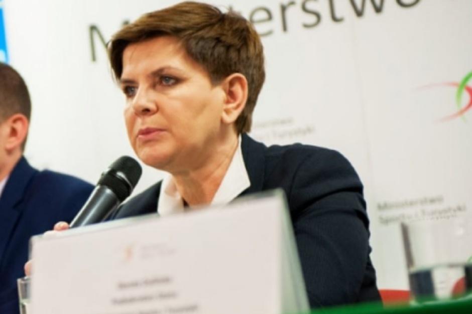 500 zł na dziecko: Są opóźnienia? Premier Szydło tłumaczy