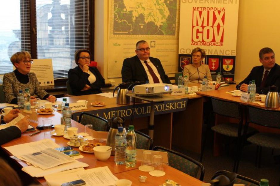 Reforma oświaty: Unia Metropolii Polskich wypytuje minister Zalewską