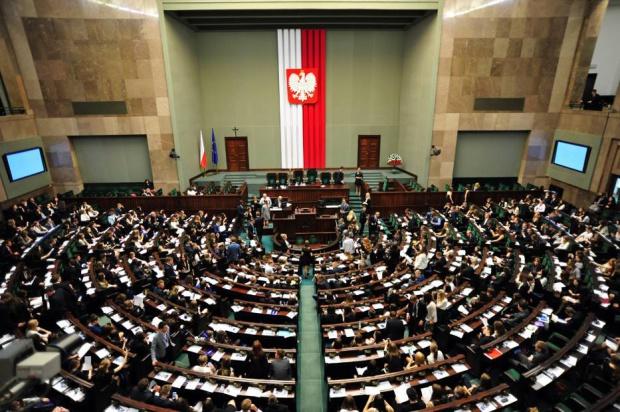 CBOS: Jak Polacy oceniają działania prezydenta, Sejmu i Senatu?