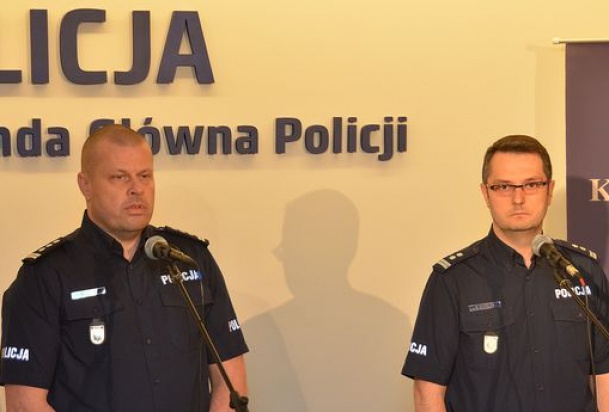 Reforma w policji: Przybędzie policjantów do śledztw czy patrolowania ulic