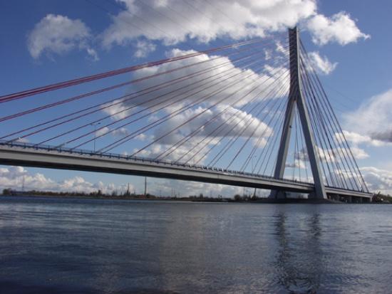Gdańsk, pociągi do portu jeżdżą po nowym moście nad Martwą Wisłą