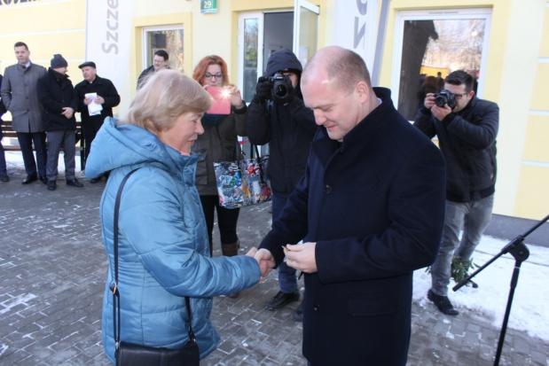 W piątek (22 stycznia) klucze do swoich mieszkań z rak prezydenta miasta odebrały cztery rodziny (fot.mat.pras.)