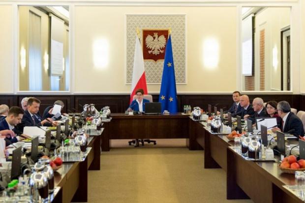 Posiedzenie rządu 26 stycznia: Ministrowie zajmą się podwyżkami dla mundurowych i lekcjami religii