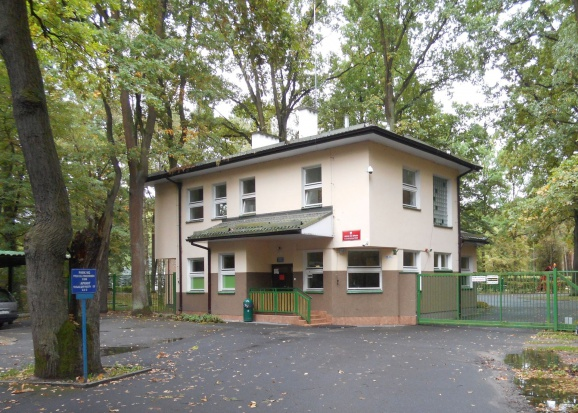 Uchodźcy: Posłowie odwiedzą Ośrodek dla Cudzoziemców w Podkowie Leśnej-Dębaku
