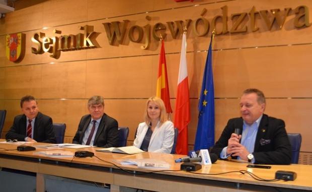 """Łódzkie: Radni przegłosowali. Nie chcą województwa częstochowskiego. Poseł zapewnia """"nie ma takich planów"""""""