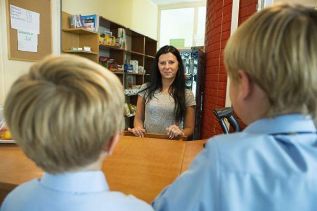 Jedzenie w szkołach: Uczniowie nie chcą zdrowej żywności. Będzie nowelizacja rozporządzenia