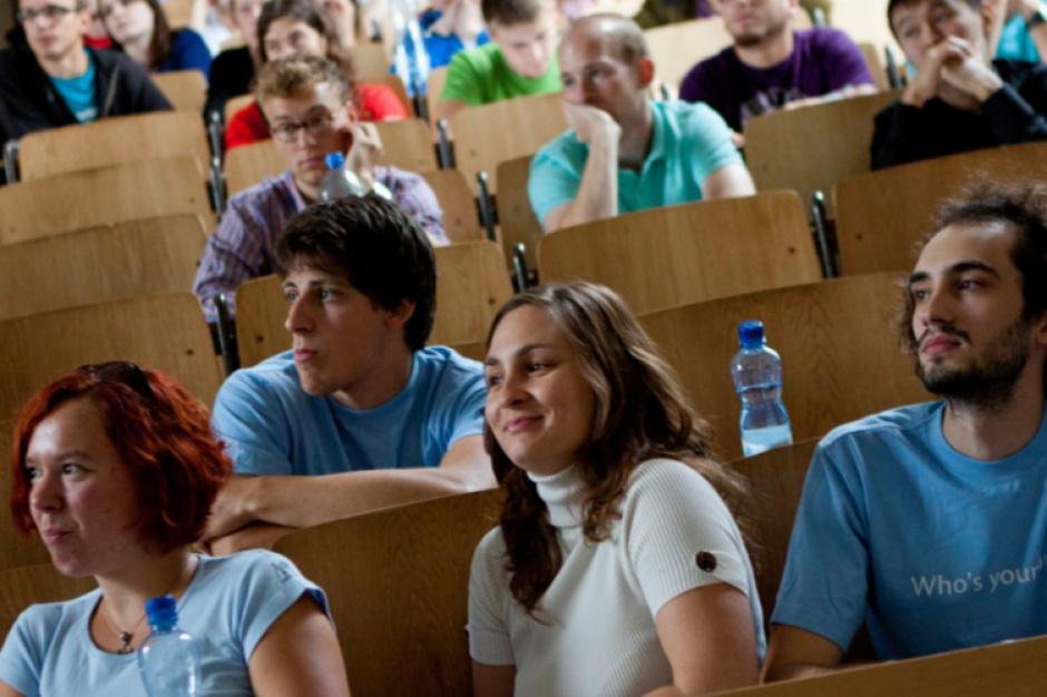 """Umowy """"śmieciowe"""" ratują polskich absolwentów przed bezrobociem"""