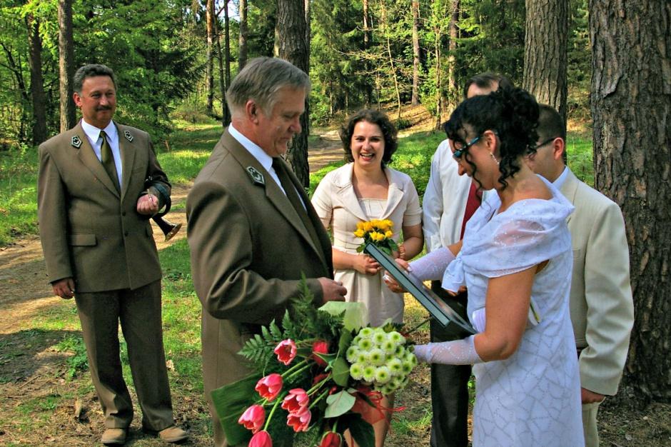 W walentynki o ekstrawagancji zakochanych Polaków na przykładzie ślubów w plenerze