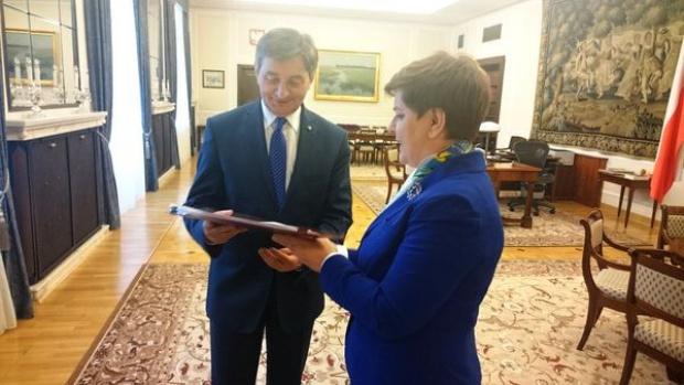 """500 zł na dziecko: Projekt ustawy wprowadzający program """"Rodzina 500+"""" przyjęty przez rząd"""