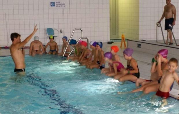 Program Delfinki: Pierwsze przyszkolne pływalnie powstaną na Dolnym Śląsku. Kto za nie zapłaci?