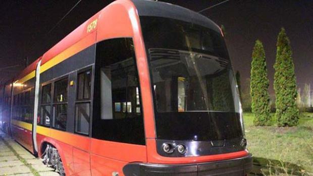 Łódź, trasa W-Z: Nowe tramwaje Pesa Swing wyjechały na tory