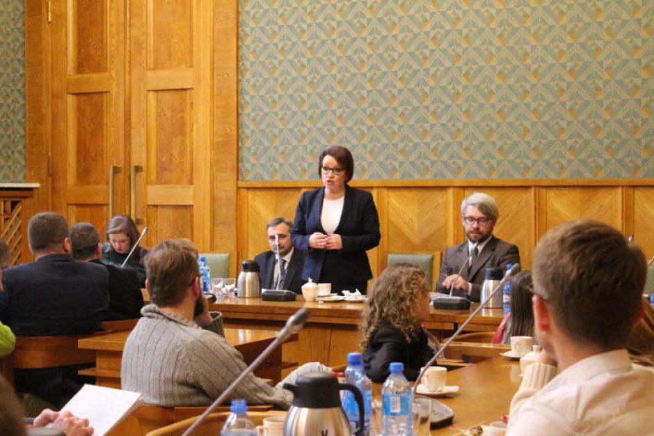 Zmiany w oświacie, debata: MEN, samorządowcy, nauczyciele i rodzice będą rozmawiać o edukacji