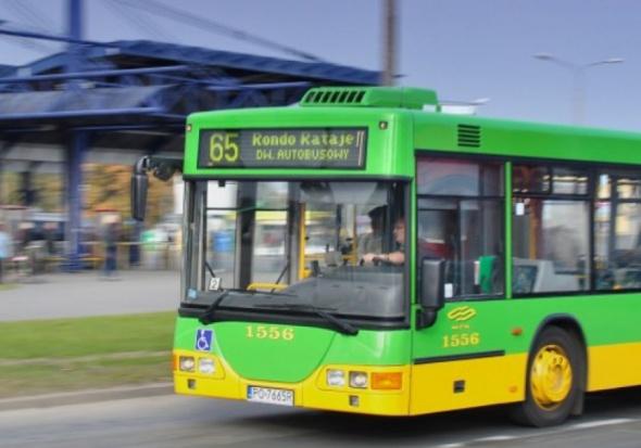 Opóźnienie autobusu, rekompensata: Miasto musi zapłacić za taksówkę, jeśli autobus się spóźnił