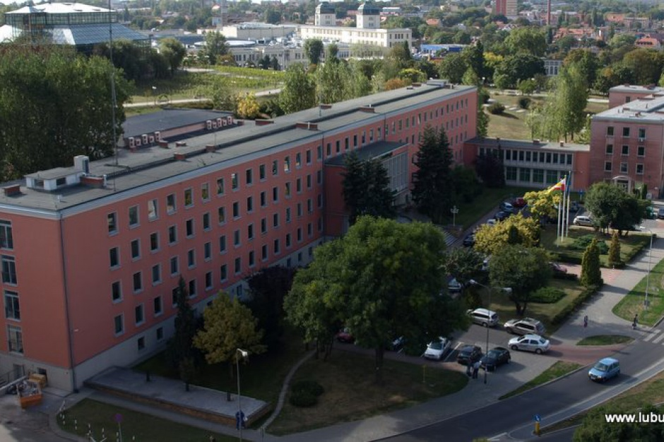 Lubuskie tłumaczy się z wysokich kosztów urzędu marszałkowskiego