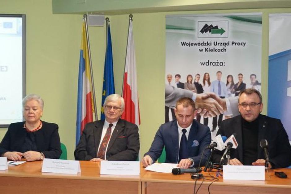 RPO woj. świętokrzyskiego: 147 mln euro na programy rynku pracy. Pierwsze umowy podpisane