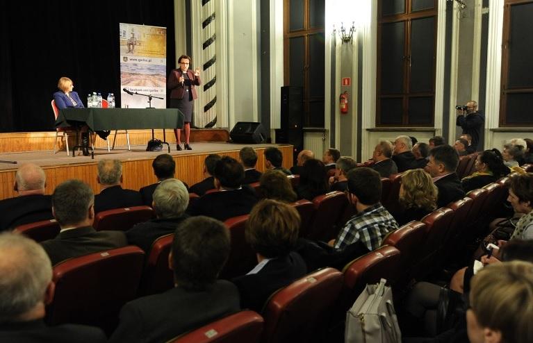 Minister rozmawiała o zmianach w systemie oświaty także w Gorlicach (fot.men.gov.pl/Janusz Fiega)
