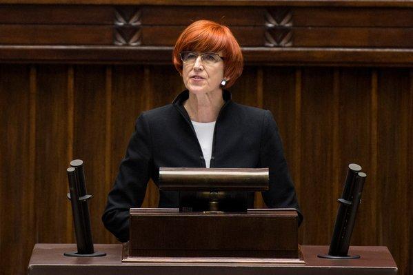 Elżbieta Rafalska przemawia w Sejmie (fot.twitter.com/MRPiPS_RP)