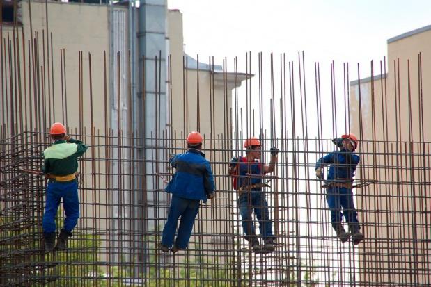 Wypadki na budowie: Inspekcja pracy będzie szkolić pracowników budowlanych