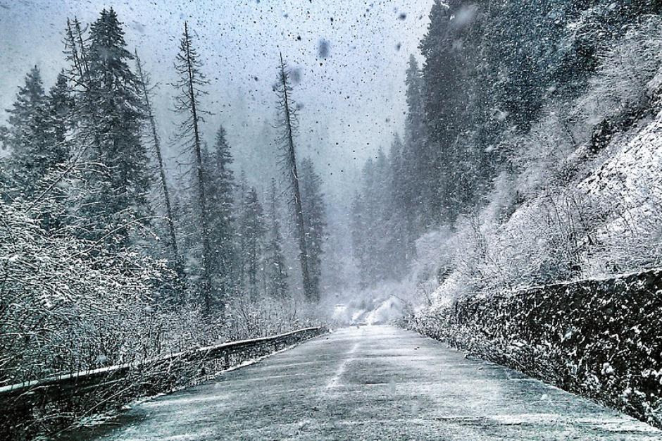 Świętokrzyskie: Brak prądu po opadach śniegu