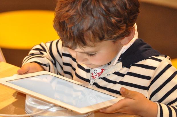 Bezpieczeństwo dzieci w internecie: Jak o nie zadbać?