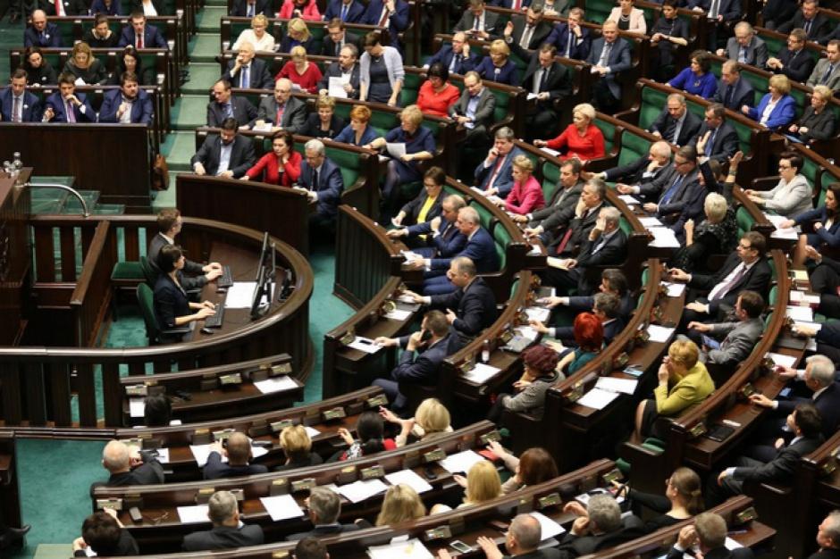 500 zł na dziecko: Sejm przegłosował Program 500+. Kiedy ruszy?
