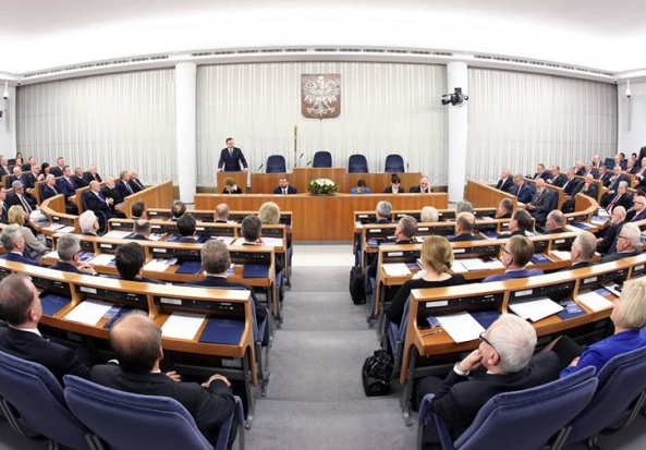 500 zł na dziecko, ustawa: Komisje senackie zatwierdziły projekt 500+ bez poprawek