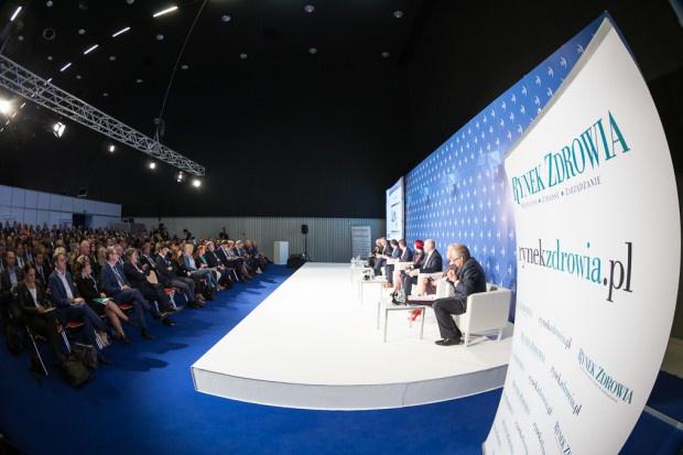Komisarz UE i minister Radziwiłł na kongresie w Katowicach
