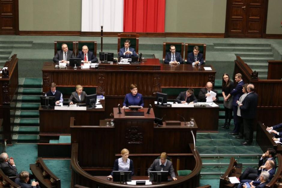 Po stu dniach rząd Szydło ma gorsze oceny niż rząd Marcinkiewicza