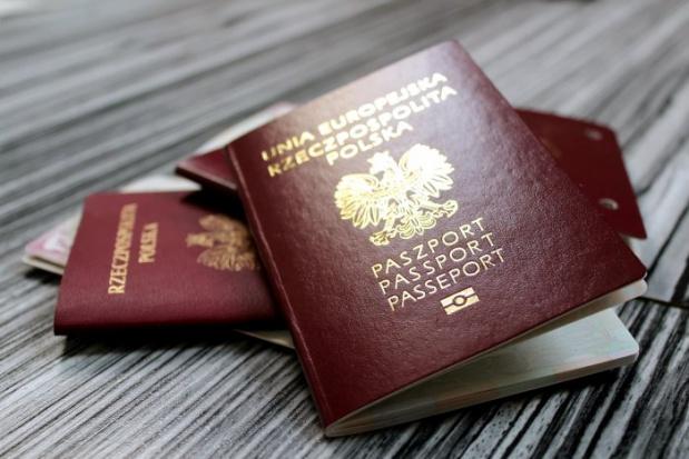 MSiW: Ponad 6 mln dowodów i paszportów wydano w 2015 roku