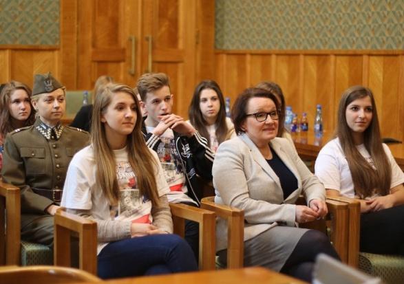 Minister Zalewska grozi samorządom i zapowiada kontrole
