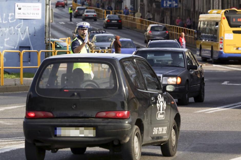 Korki w największych miastach. Kierowcy stoją i liczą straty
