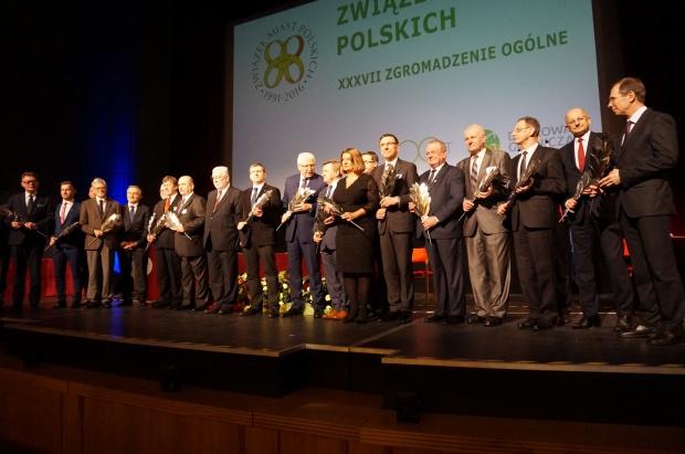 Laureaci Srebrnych Laurów 25-lecia ZMP (fot.mat.pras.)