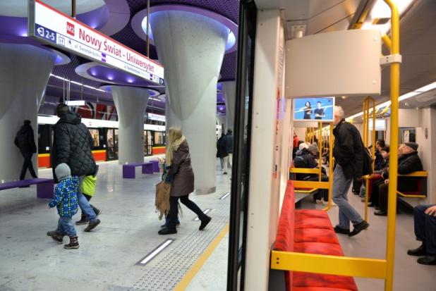 Warszawa, II linia metra: Słodkie upominki i gadżety na rocznicę otwarcia
