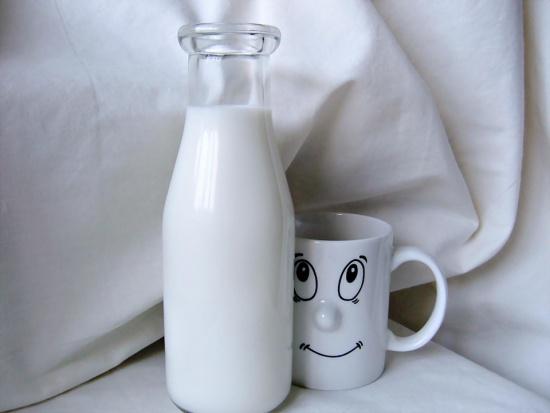 Owoce i szklanka mleka razem w szkołach. Tak chce UE