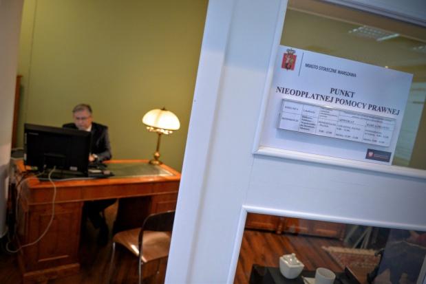 Bezpłatne porady prawne w Warszawie: Mieszkańcy korzystają, magistrat kontroluje