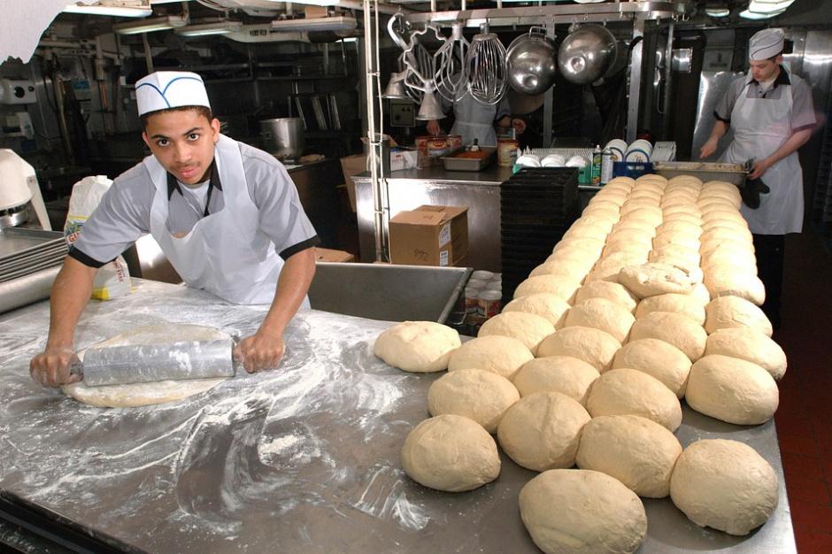 Szkolnictwo zawodowe: Urzędy pracy i szkoły powinny współpracować z lokalnym biznesem