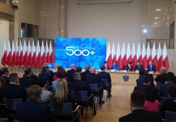 500 zł na dziecko, Błaszczak: Pieniądze z programu 500plus to czynnik prorozwojowy dla gmin