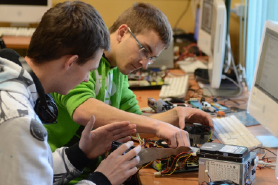 Rekrutacja do szkół ponadgimnazjalnych: Technika i licea łeb w łeb, a zawodówki?