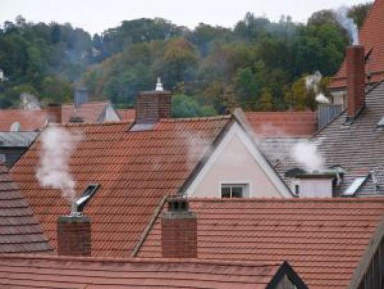 Poprawa jakości powietrza: Polski Alarm Smogowy apeluje o kontynuację programów Kawka i Ryś