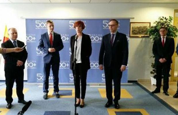 500 zł na dziecko, Rafalska: Kiedy zostaną wypłacone pierwsze środki z 500+? Zależy od samorządów