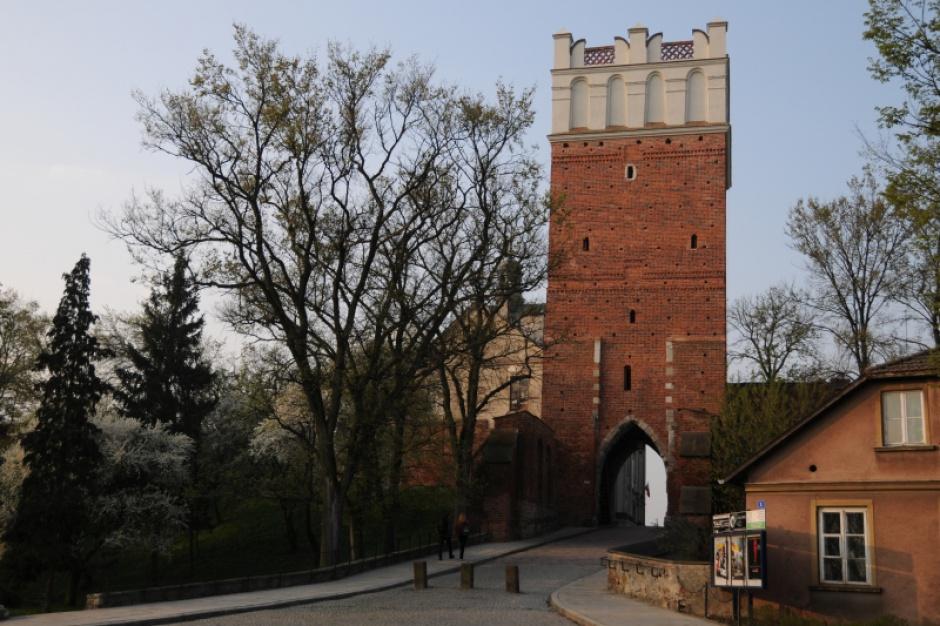Sandomierz: spór miasta i PTTK o Bramę Opatowską