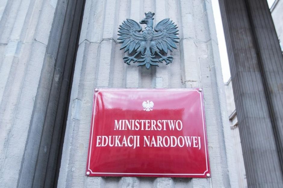 500 zł na dziecko: Nauczyciele i pracownicy szkół muszą przyjmować wnioski na 500+?
