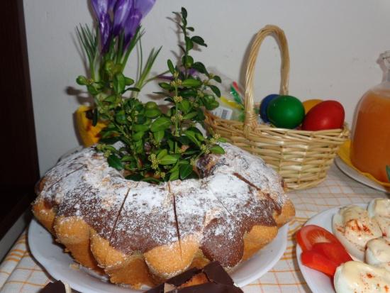 Śląskie: Setki osób na śniadaniu wielkanocnym dla potrzebujących