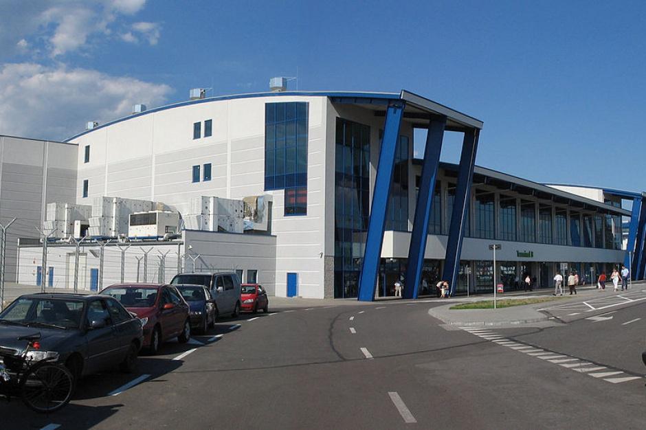 UOKiK sprawdzi zasady parkowania na lotniskach w Krakowie, Warszawie, Modlinie i Katowicach