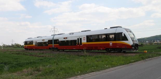 Samorządy znalazły sposób na frekwencję w pociągach