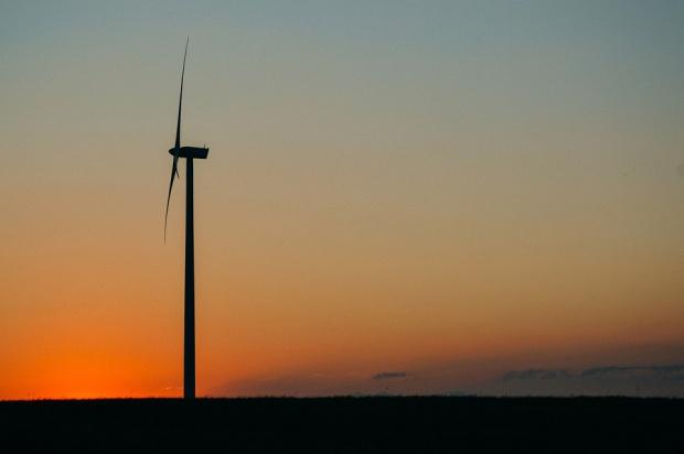 Ustawa wiatrakowa nie zaszkodzi inwestycjom spółek energetycznych