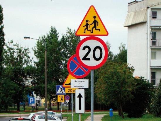 Przeglądu oznakowania dróg w całym kraju nie będzie