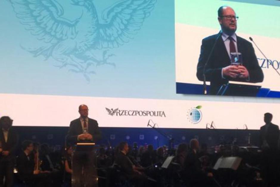Paweł Adamowicz liderem samorządu