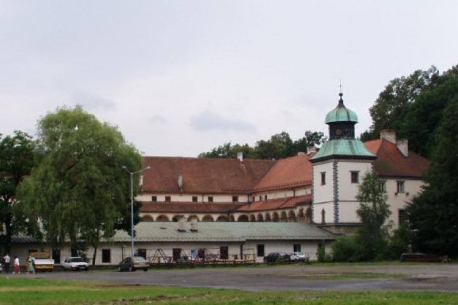 Zamek w Suchej Beskidzkiej w rękach samorządu