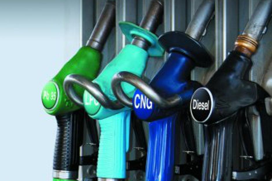 Resort szuka pieniędzy na drogi. Wzrośnie opłata paliwowa?